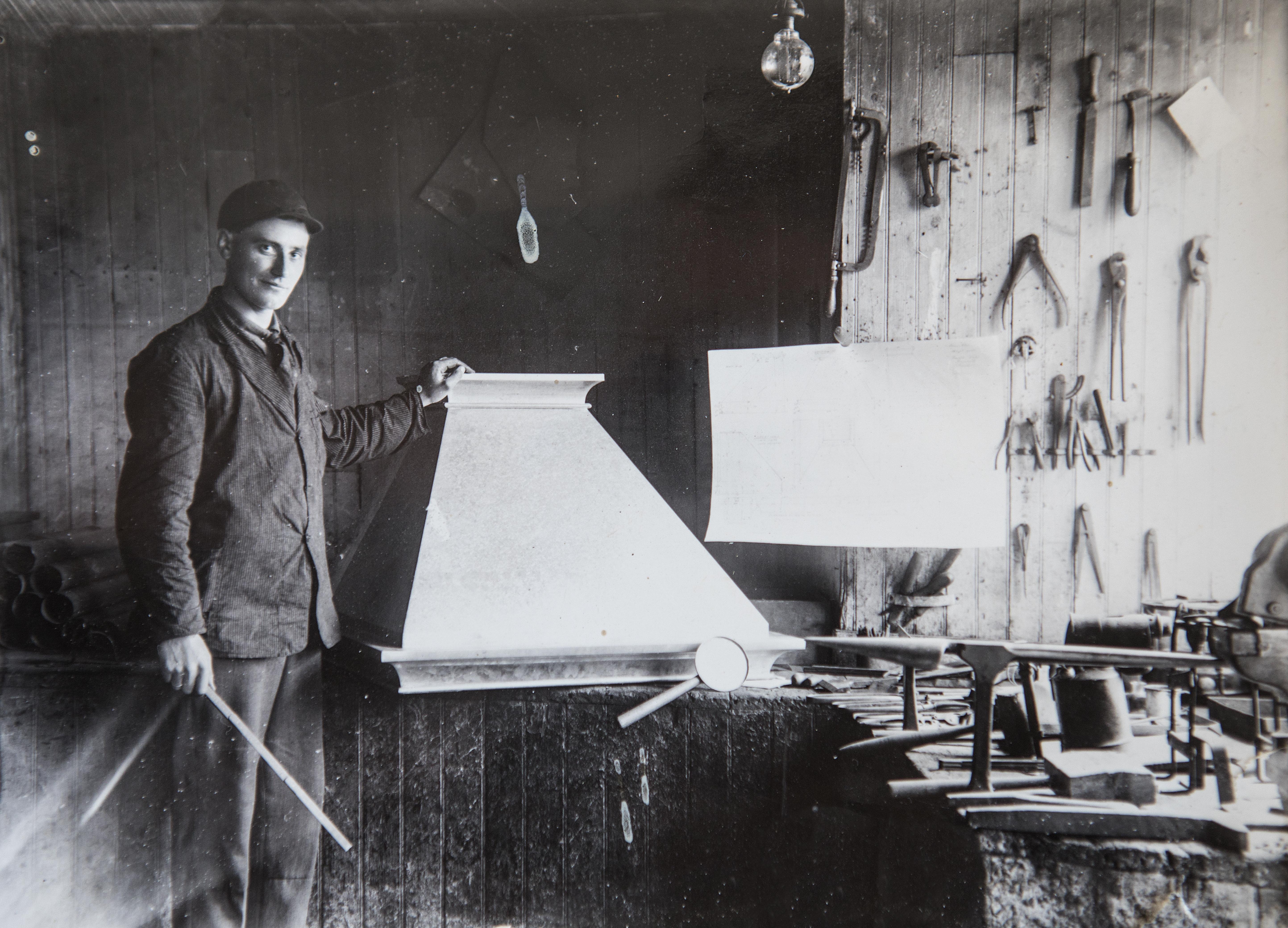 Firmaets grunnlegger, Christian Føre, med damphetten som var hans svenneprøve.